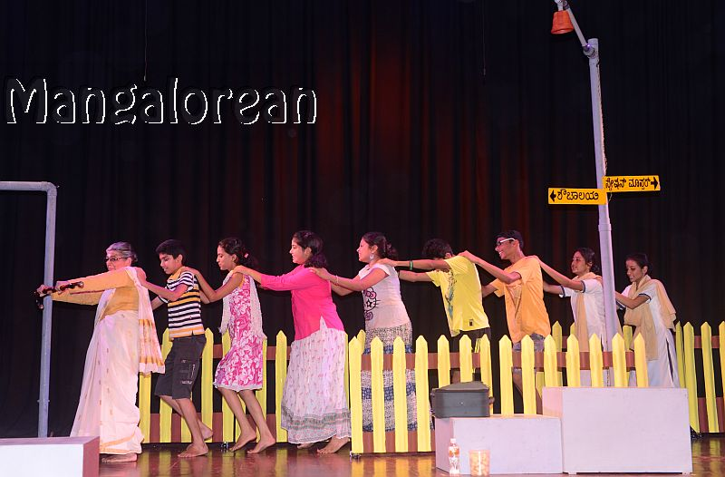 konkani-play-railway-platform-enthralls-packed-audience-20