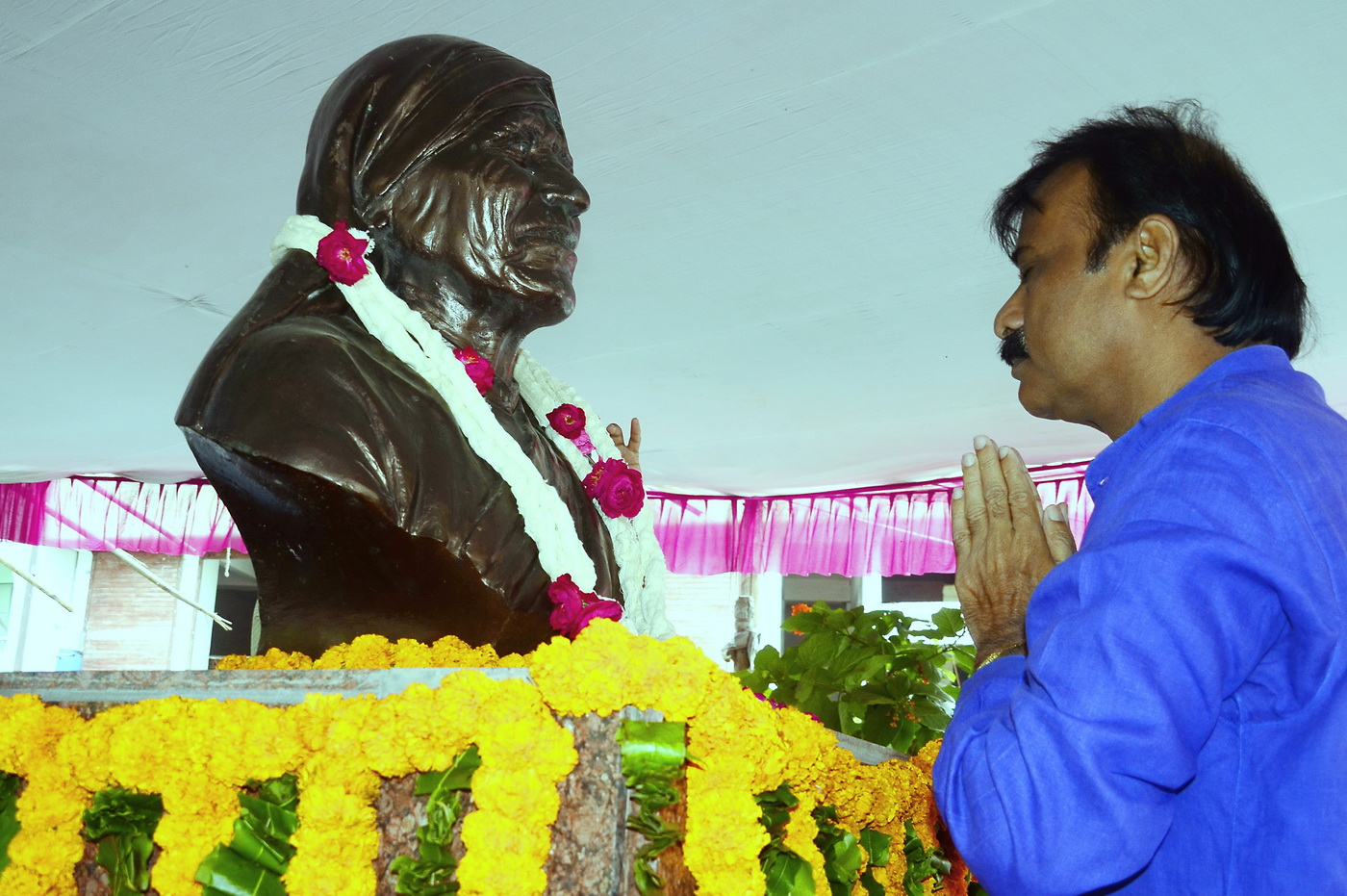 Mayor-Ahmedabad-Pay-Tribute-Saint-Mother-Teresa (1)
