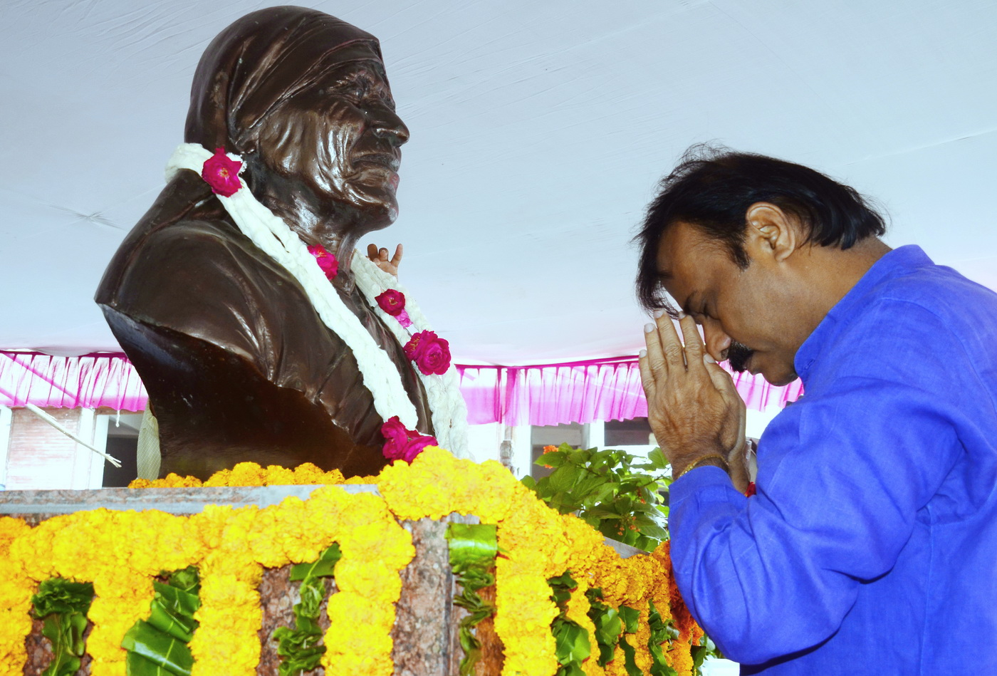 Mayor-Ahmedabad-Pay-Tribute-Saint-Mother-Teresa (2)