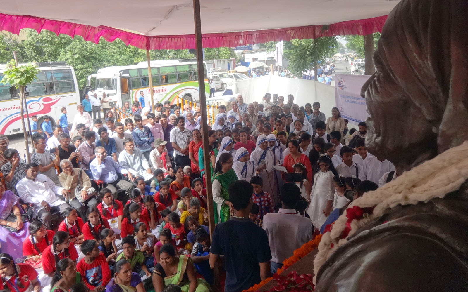 Mayor-Ahmedabad-Pay-Tribute-Saint-Mother-Teresa (5)