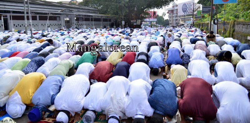 muslim-fraternity-celebrates-bakrid-symbol-supreme-sacrifice-102
