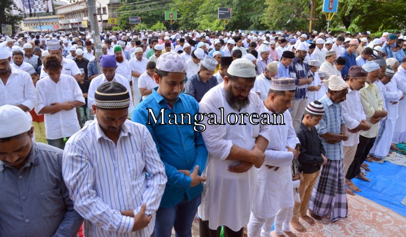 muslim-fraternity-celebrates-bakrid-symbol-supreme-sacrifice-78