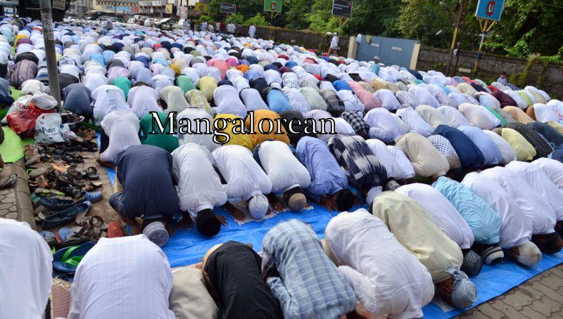 muslim-fraternity-celebrates-bakrid-symbol-supreme-sacrifice-92