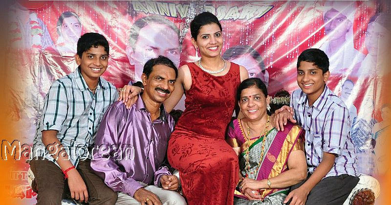 pooja-shetty-seen-with-parents-and-brothers