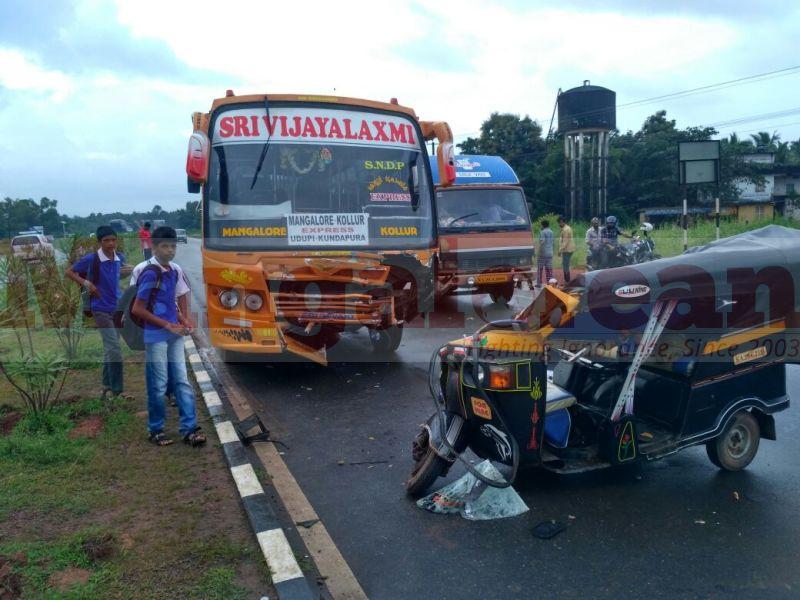 accident-bus-auto-uchila-20160921-03