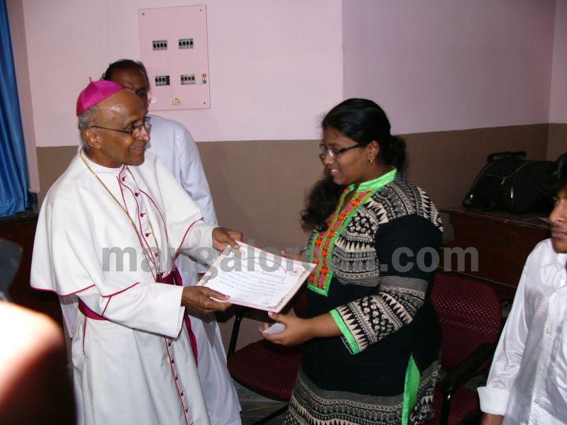 bangalore-diocese-prathiba-puraskar-16