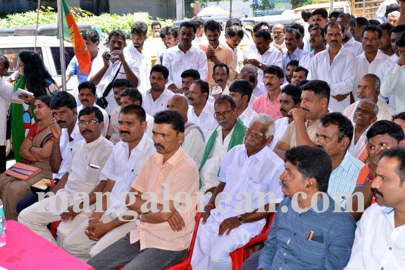 image001bjp-protest-20160914-001