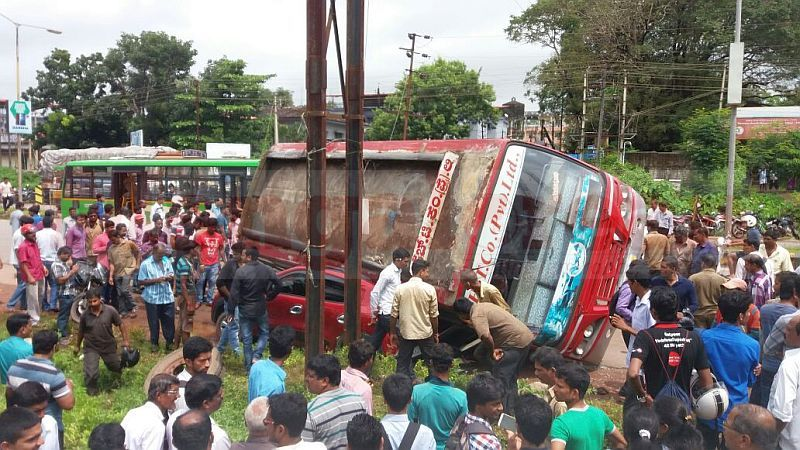 image001bus-accident-20160924-001