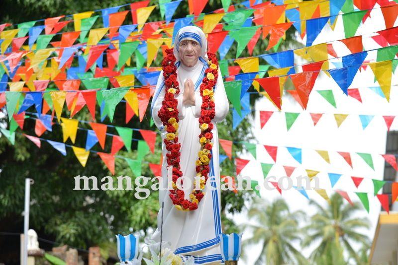 image001mother-theresa-sainthood-20160904-001