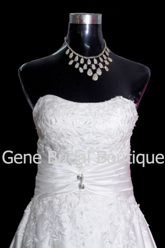 image002gene-bridal-boutique-002