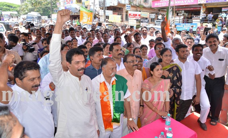 image003bjp-protest-20160914-003