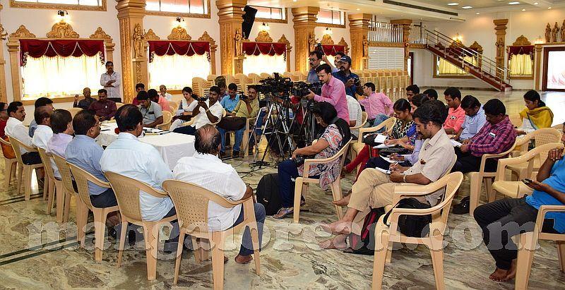 image003janardhana-poojary-pressmeet-20160930-003