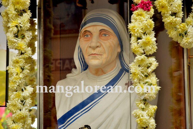 image003mother-theresa-sainthood-20160904-003