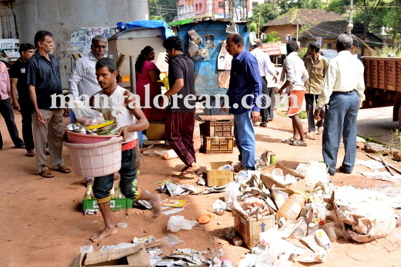 image004mcc-illegal-shops-kuntikan-bridge-20160903-004