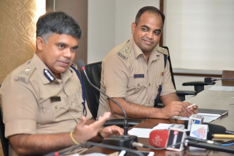 image004police-commissioner-chandrasekhar-004