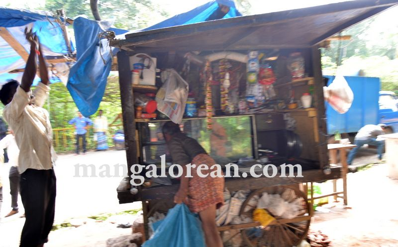 image005mcc-illegal-shops-kuntikan-bridge-20160903-005