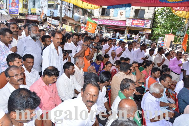 image006bjp-protest-20160914-006