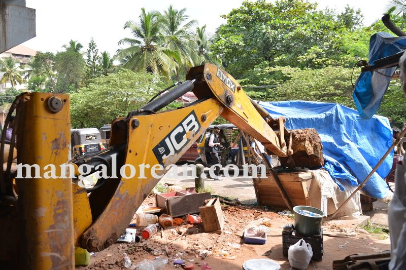 image006mcc-illegal-shops-kuntikan-bridge-20160903-006