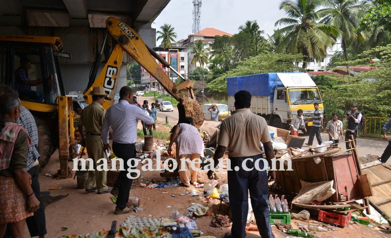 image008mcc-illegal-shops-kuntikan-bridge-20160903-008