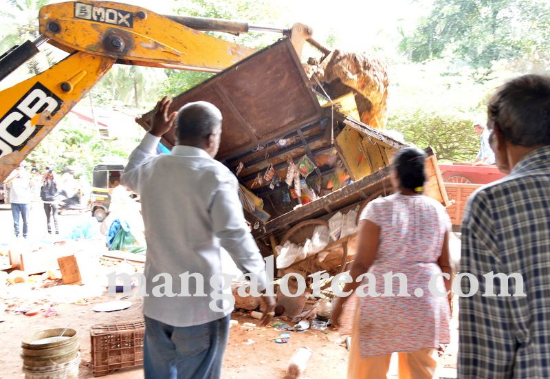 image009mcc-illegal-shops-kuntikan-bridge-20160903-009