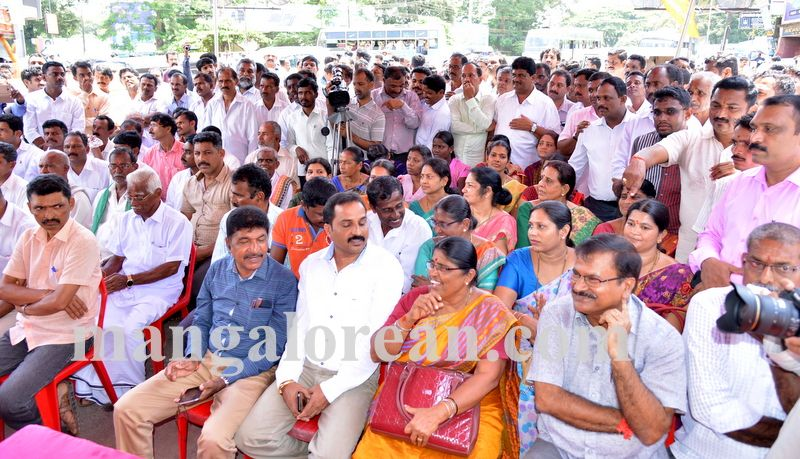 image010bjp-protest-20160914-010