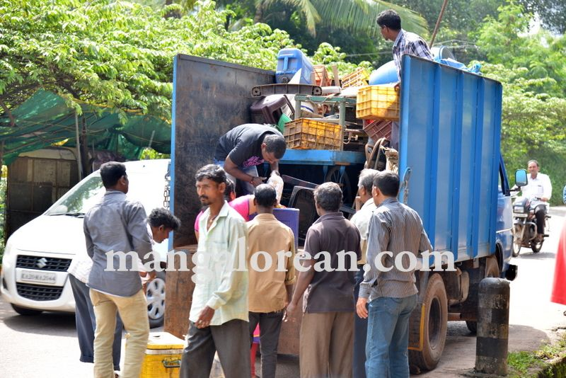 image010mcc-illegal-shops-kuntikan-bridge-20160903-010