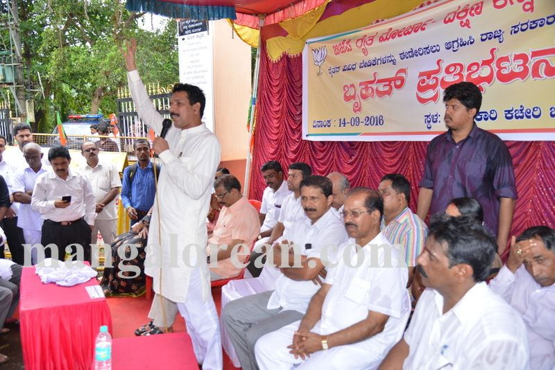 image012bjp-protest-20160914-012