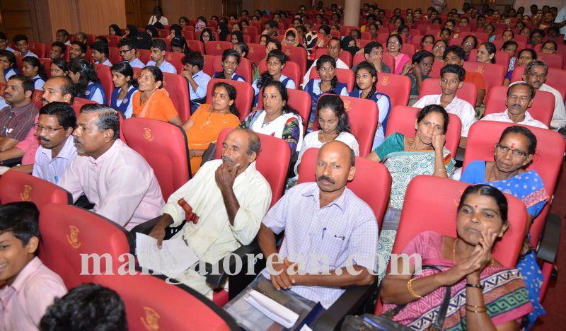 image013jana-mana-district-administration-hold-20160927-013