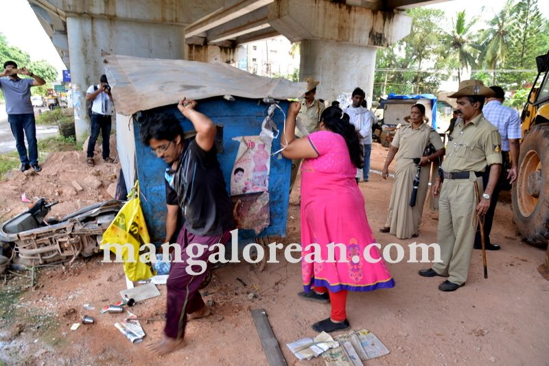 image014mcc-illegal-shops-kuntikan-bridge-20160903-014