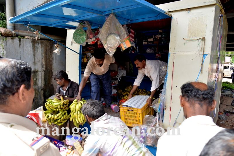 image016mcc-illegal-shops-kuntikan-bridge-20160903-016
