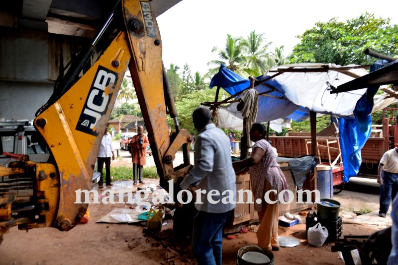 mcc-illegal-shops-kuntikan-bridge4