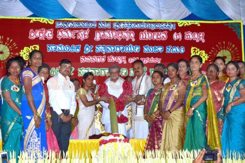 sathyanarayana-pooja-dharmastala-02
