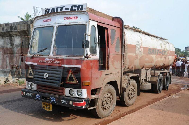 shiroor-bike-tanker-accident-20160927-00