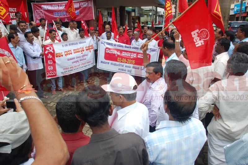 trade-union-nationwide-strike-udupi-protest-20160902-16