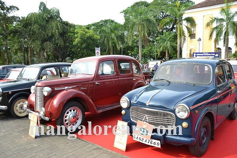 02-sleek-enticing-old-beauties-goa-vintage-car-5