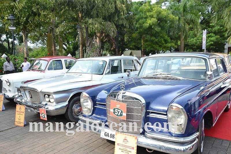 04-sleek-enticing-old-beauties-goa-vintage-car-7