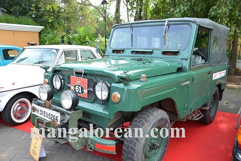 06-sleek-enticing-old-beauties-goa-vintage-car-10