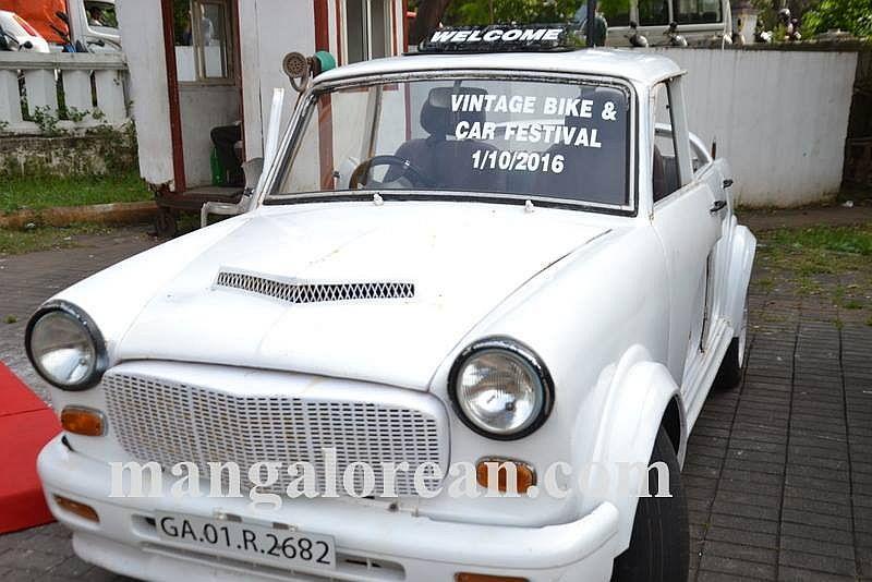 08-sleek-enticing-old-beauties-goa-vintage-car-13