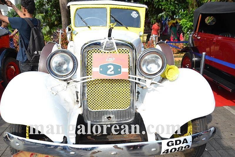09-sleek-enticing-old-beauties-goa-vintage-car-16