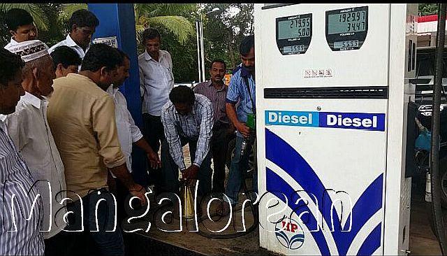 minister-u-t-khader-visits-petrol-pump-20161009-6