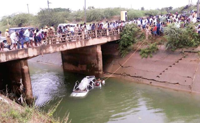 car-canal-engg-students-drown1