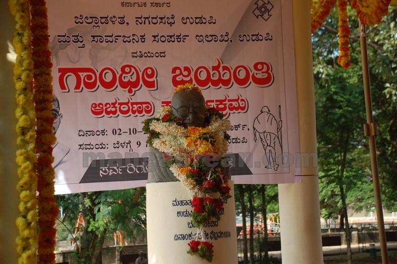 dist-admi-gandhi-jayanthi-celebration-20161002-11