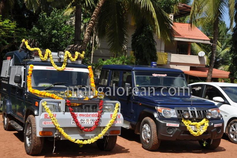 dist-police-ayudha-pooja-20161010-03