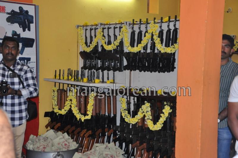dist-police-ayudha-pooja-20161010-06