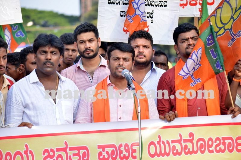 image003bjp-protest-20161017-003