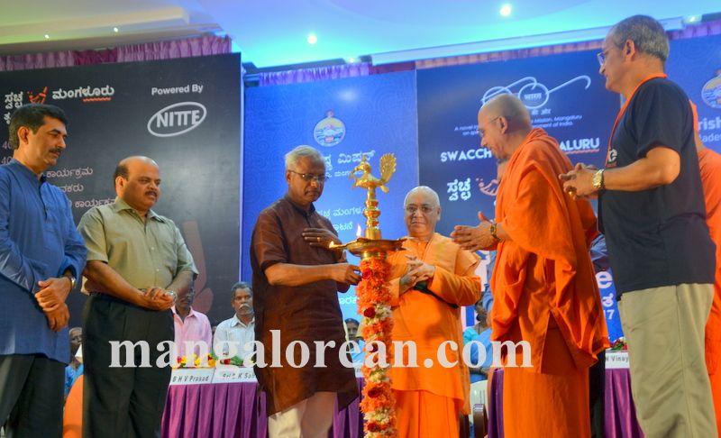 image003ramakrishna-mission-swacch-mangaluru-20161002-003