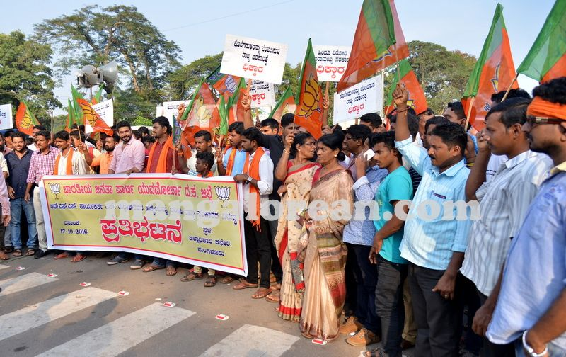 image004bjp-protest-20161017-004