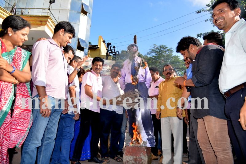 image010bjp-protest-20161005-010