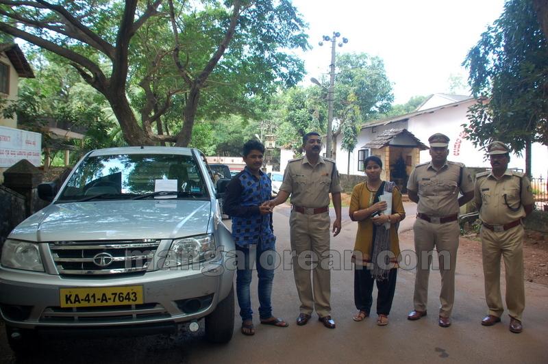 police-return-retrieved-property-udupi-20161003-19