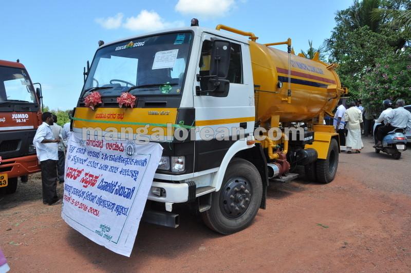 title-deeds-distribution-pramod-madhwaraj-udupi-20161005-02